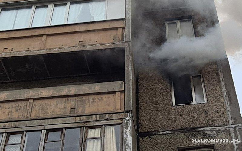 Пострадавшая при пожаре в Североморске женщина ждала скорую 40 минут