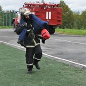 Мурманские пожарные посоревновались в профессиональном мастерстве